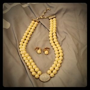 Avon simulated pearl choker neclace and earrings